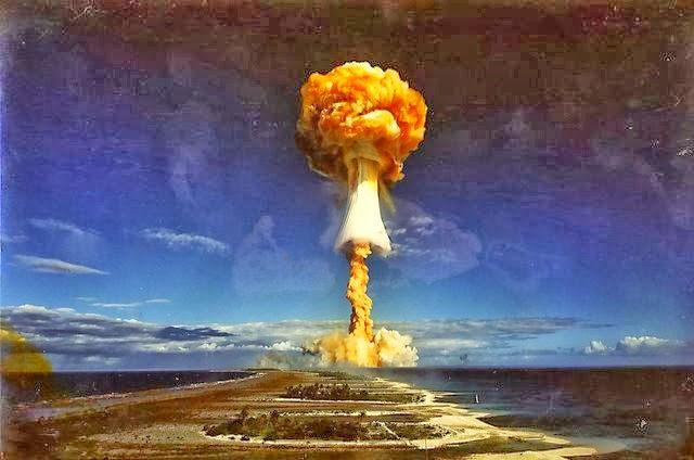 así se ve la explosión de una bomba de neutrones