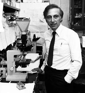 El Dr. Robert Gallo posando en su laboratorio en 1984.
