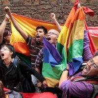"""Homosexuales a la fuerza. Los comandos LGTBI impiden una conferencia en Barcelona contra la """"Ideología de Género"""""""